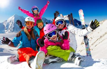 Família esquiando no Valle Nevado