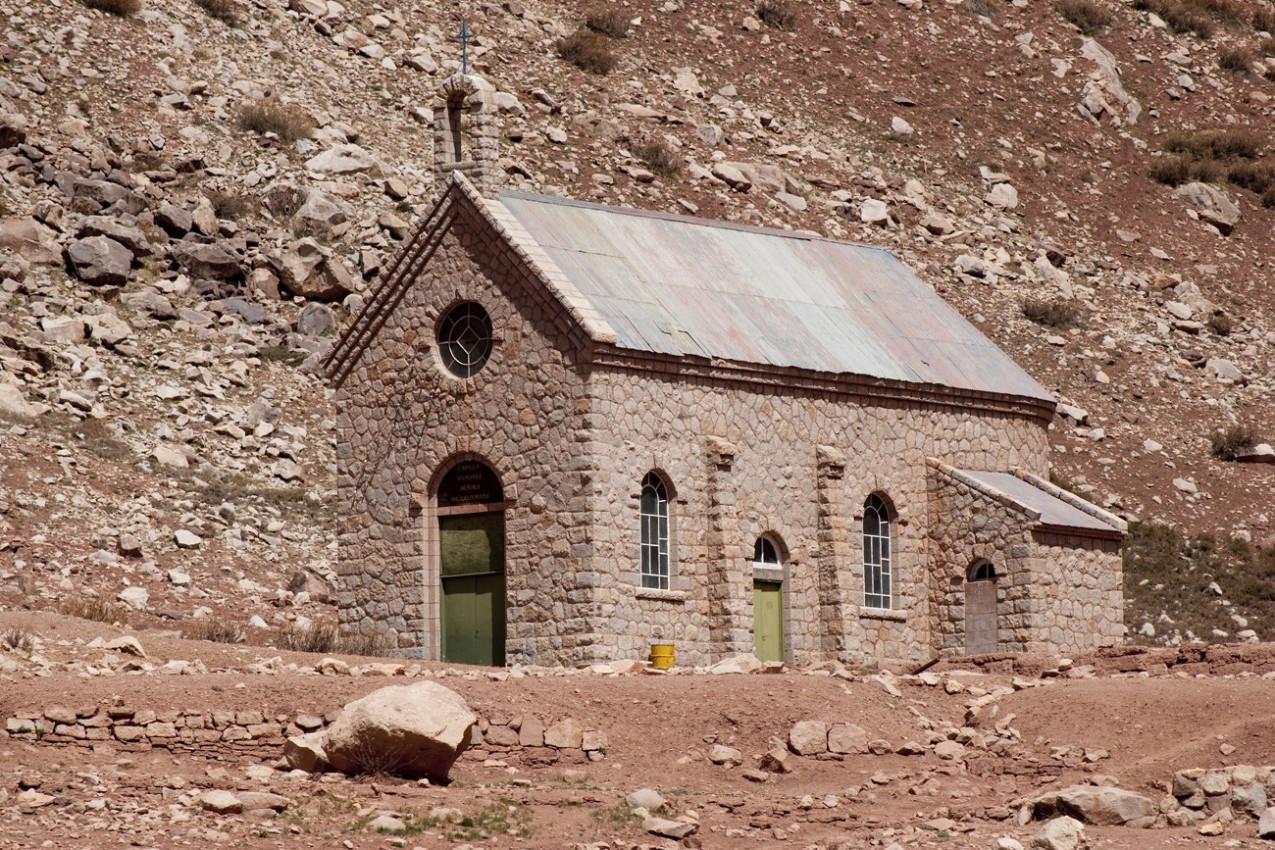 Igreja na Cordilheira dos andes em Mendoza