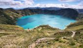 Maravilhosa vista do lago da cratera Quilotoa. Quilotoa é o vulcão ocidental na Cordilheira dos Andes e está localizado na região andina do Equador