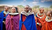 Mulheres do Masai com ornamentos tradicionais