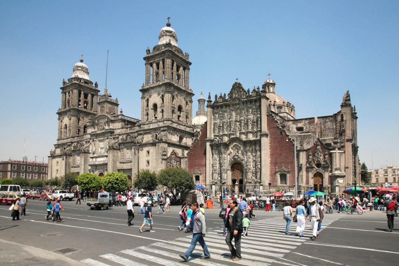 Praça da Constituição em frente a catedral metropolitana Cidade do Mexico