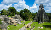 Tikal - Maya Ruínas na floresta tropical de Guatemala