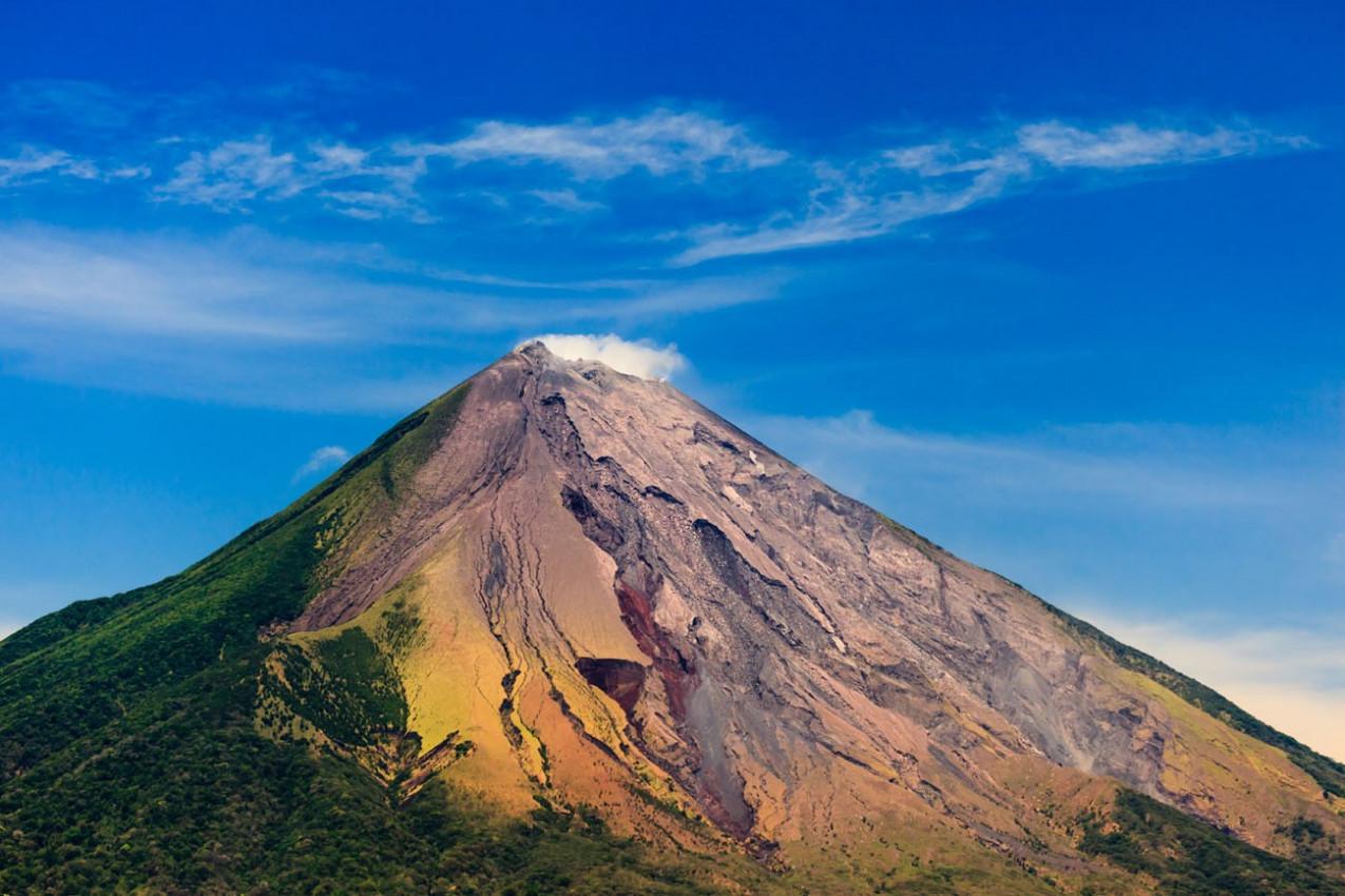 Vulcão Conception soltando cinzas