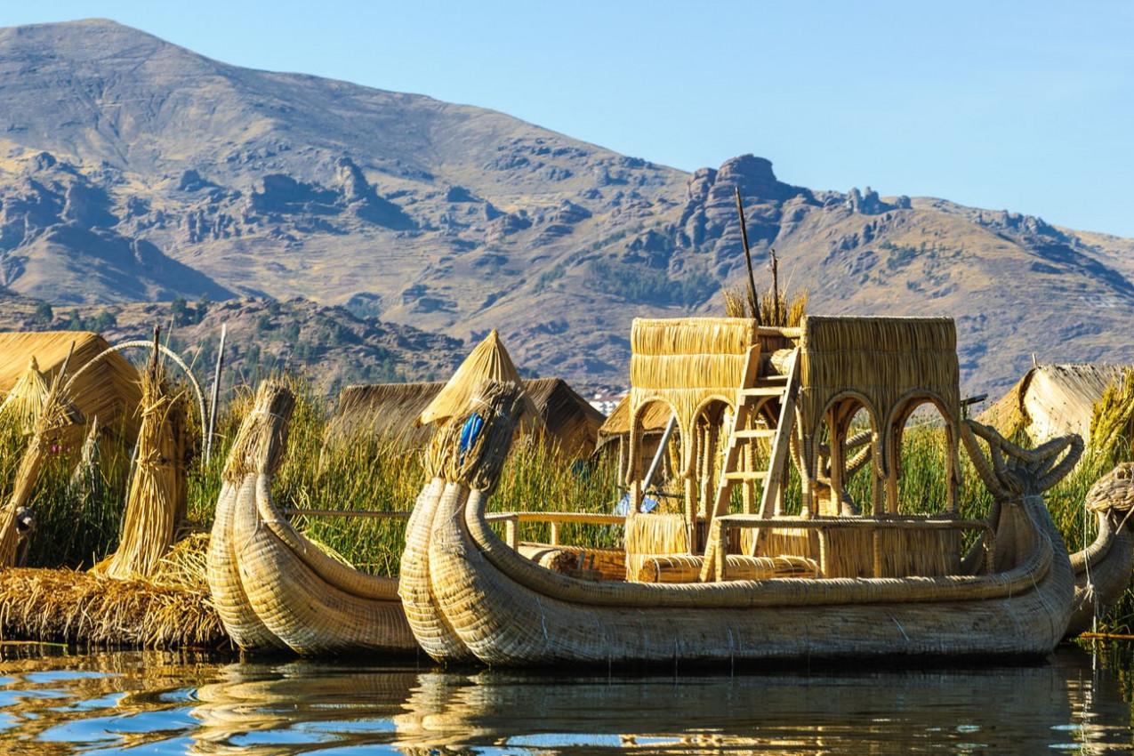 Barcos tipicos Lago Titicaca