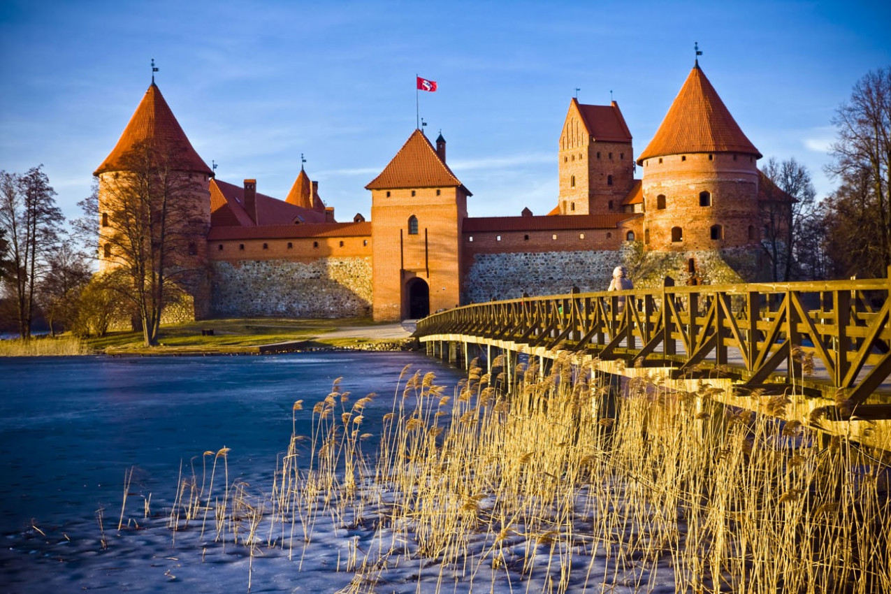 Castelo de Trakai, na Lituânia, na Primavera