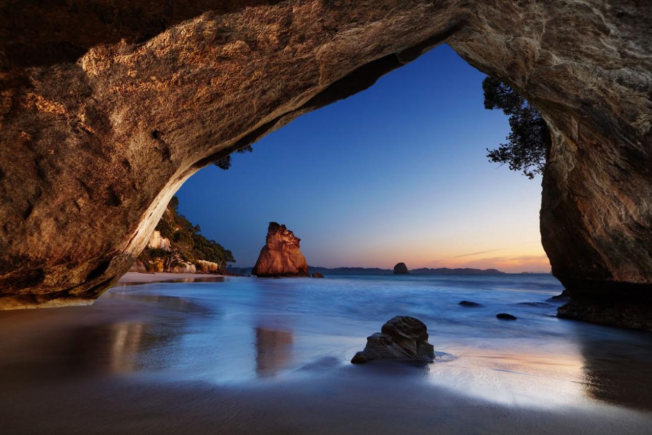 Cathedral Cove ao nascer do sol, península de Coromandel, Nova Zelândia