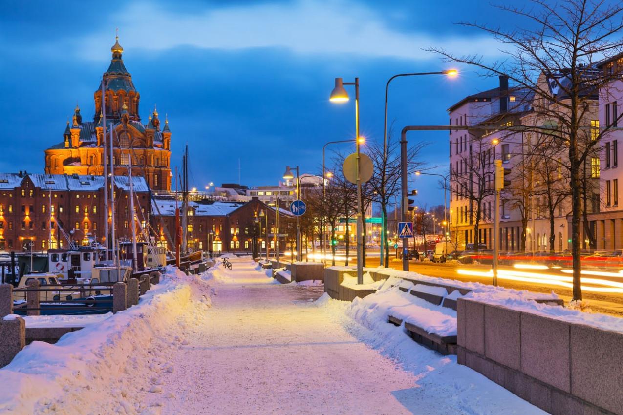 Cenário do inverno na cidade velha de Helsinki, Finlândia
