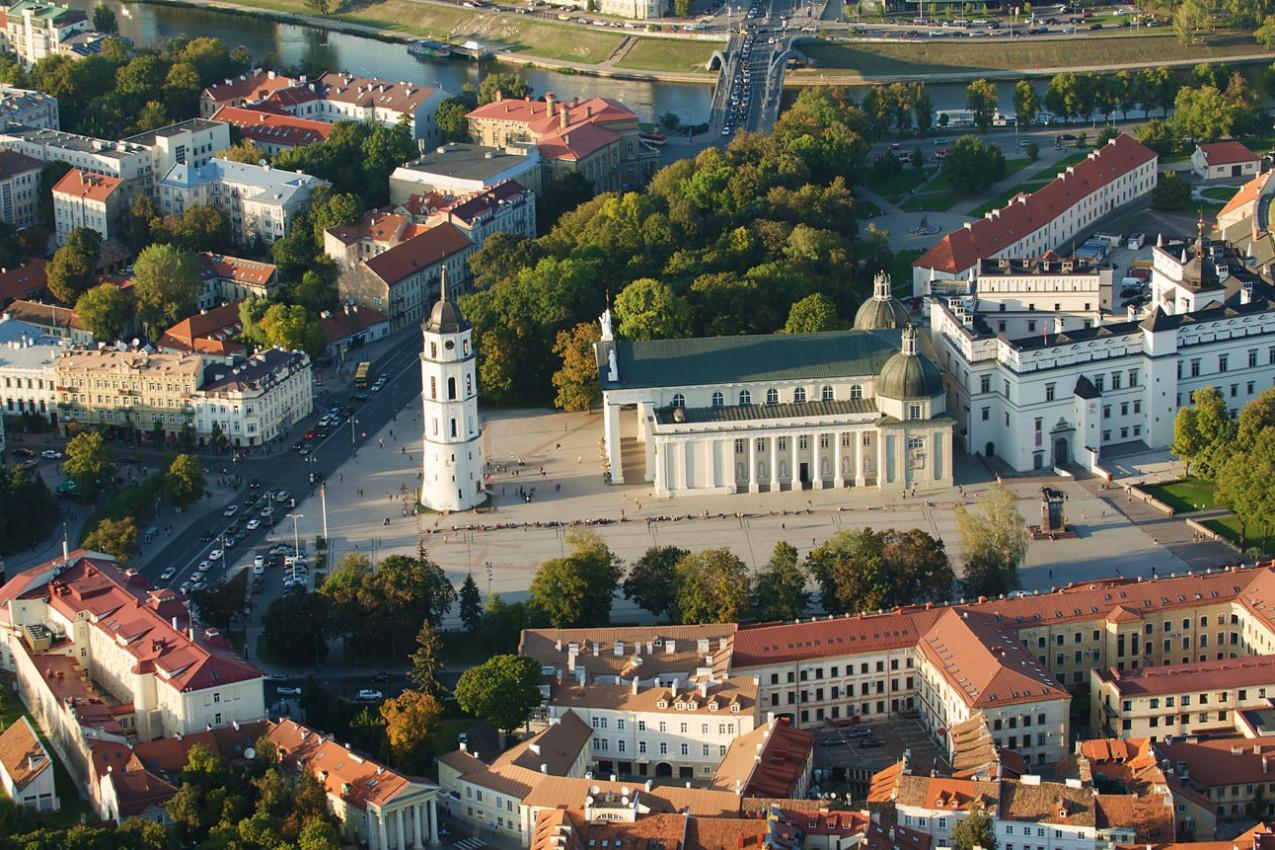 Cidade Velha de Vilnius, Vista aérea Catedral e Palácio dos Grandes Duques da Lituânia. Todos os principais símbolos representativos