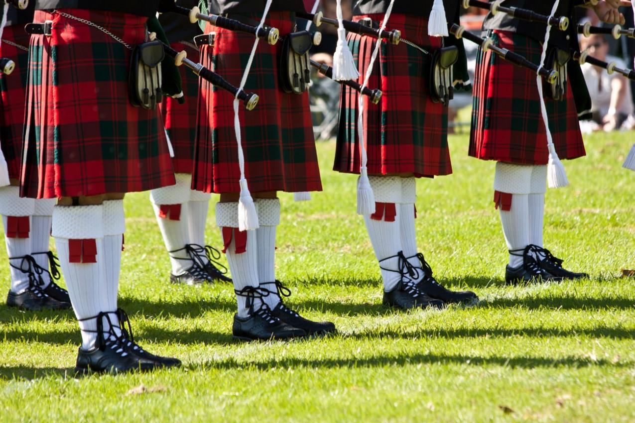 Detalhe de kilts escoceses originais, durante os jogos Highlands