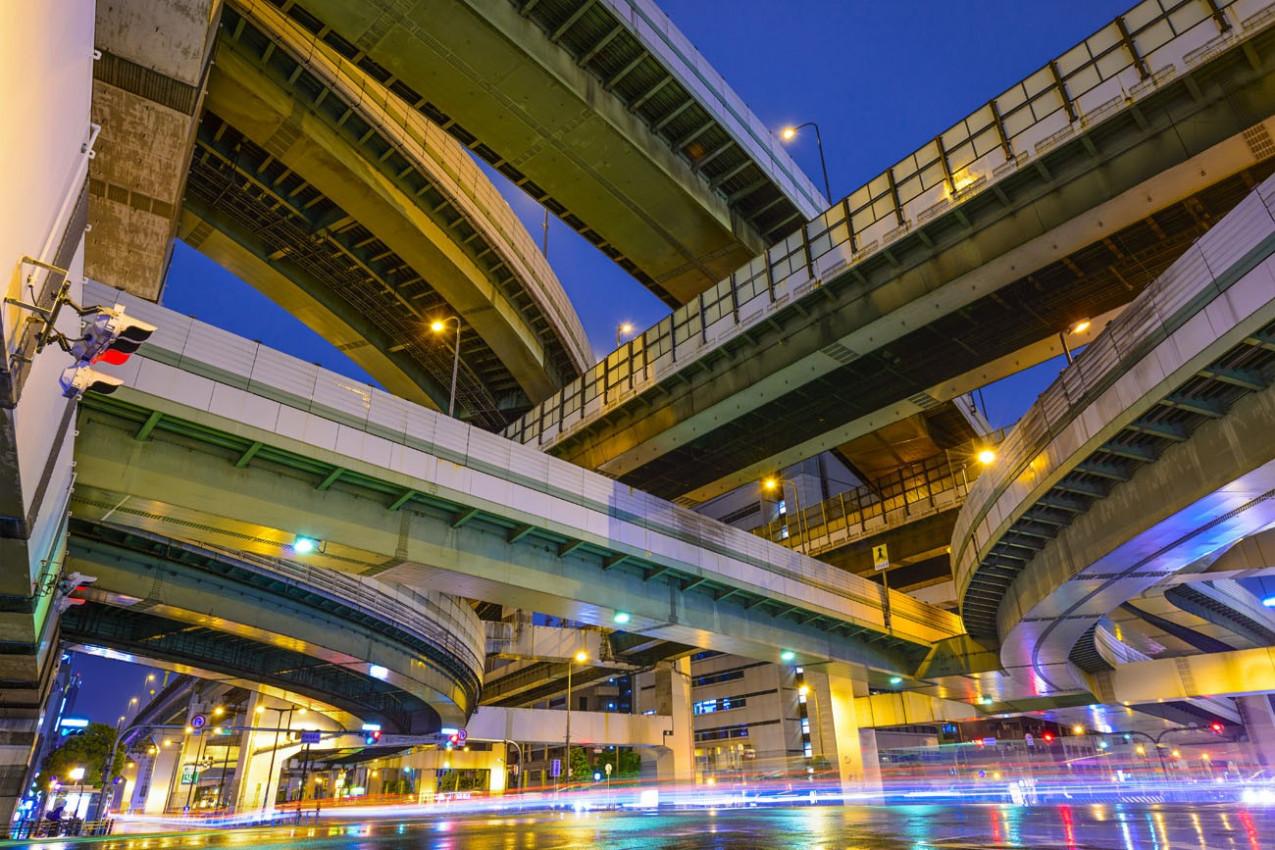 Estradas elevadas em Osaka, Japão.