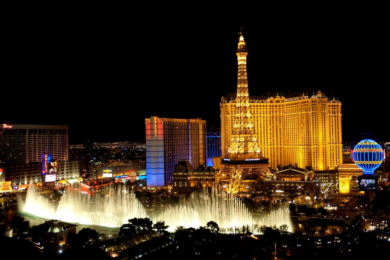 Fountains of Bellagio, which have featured in several movies, is a large dancing water fountain synchronize