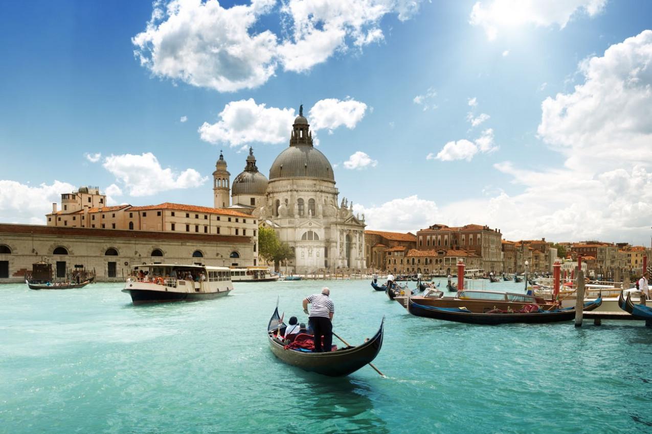 Grand Canal e da Basílica de Santa Maria della Salute, Veneza, Itália