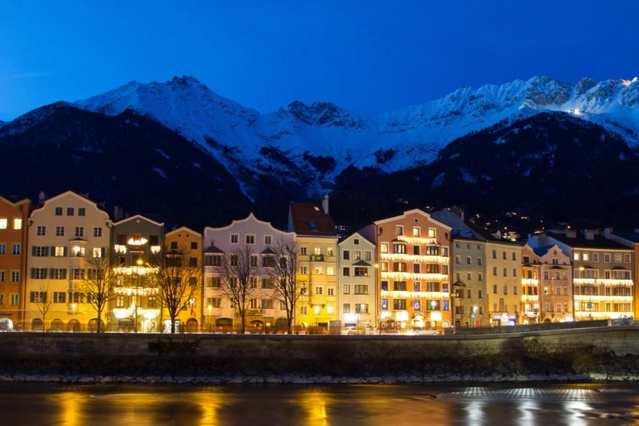 Innsbruck, casas refletindo no rio, Áustria