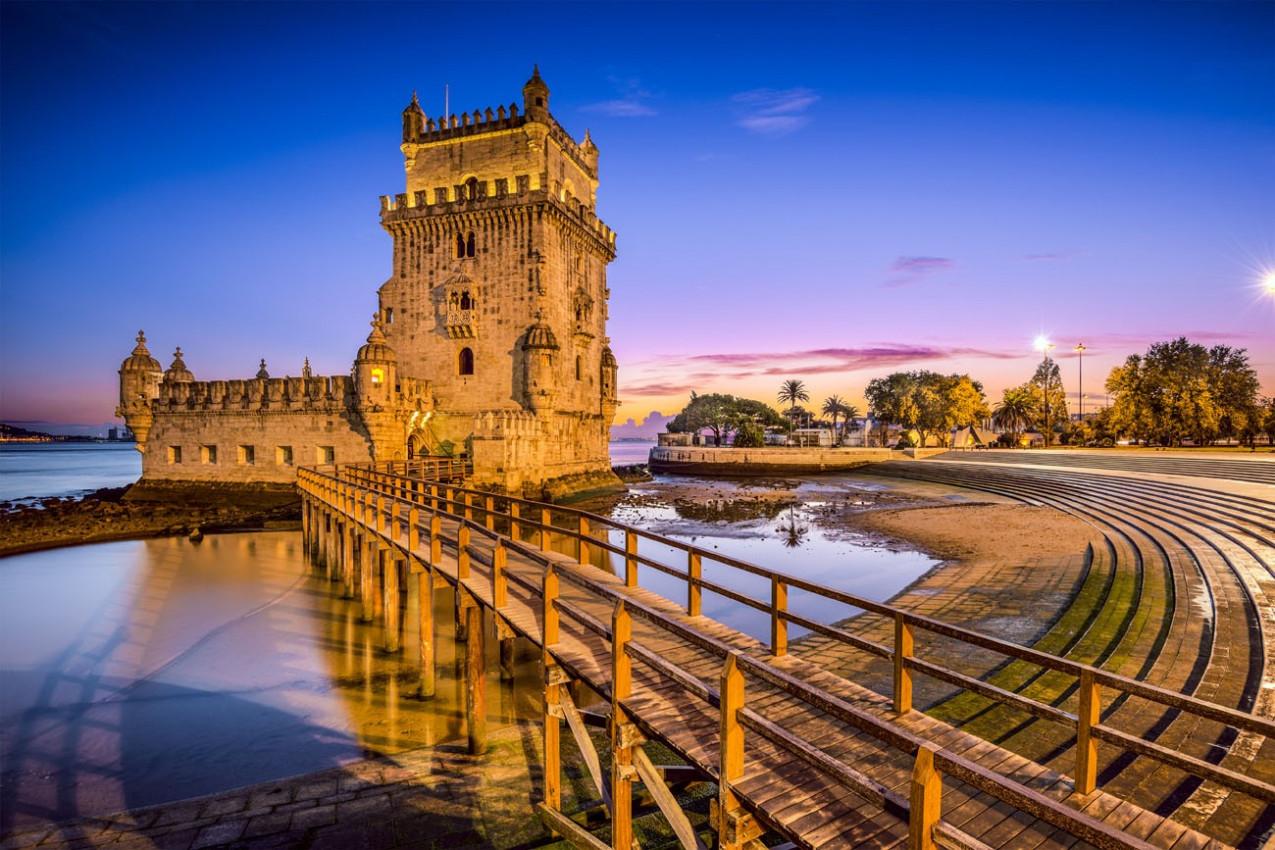 Lisboa, Portugal em Torre de Belém no rio Tejo.