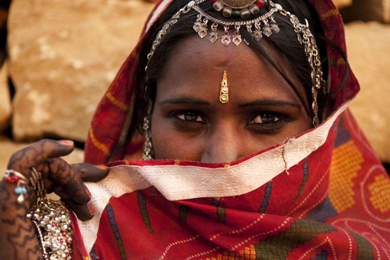 Mulher indiana tradicional que cobriu o rosto
