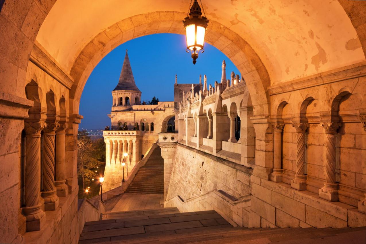 O portão norte de Bastião dos Pescadores, em Budapeste - Hungria