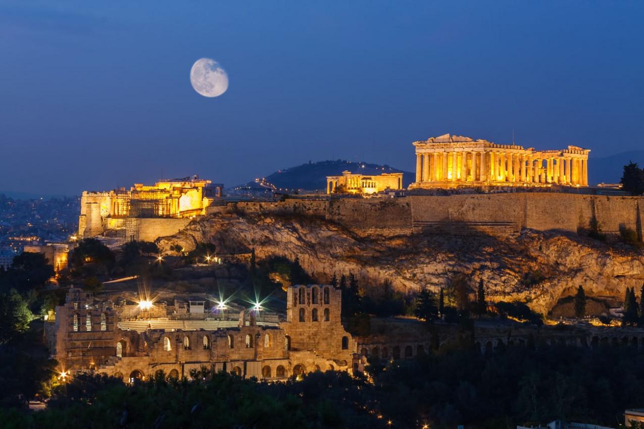Parthenon e Herodium construção no Acropolis Hill em Atenas, Grécia