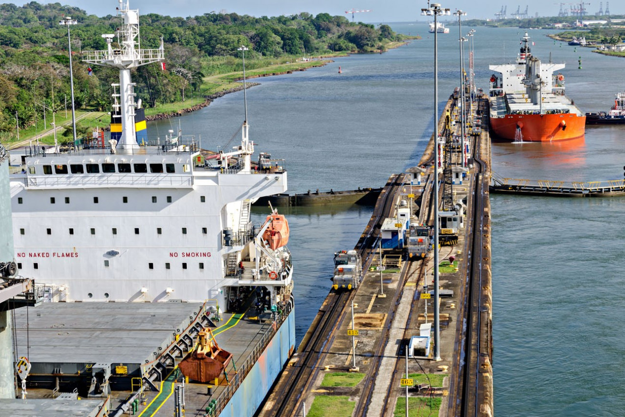Navios no canal do Panama