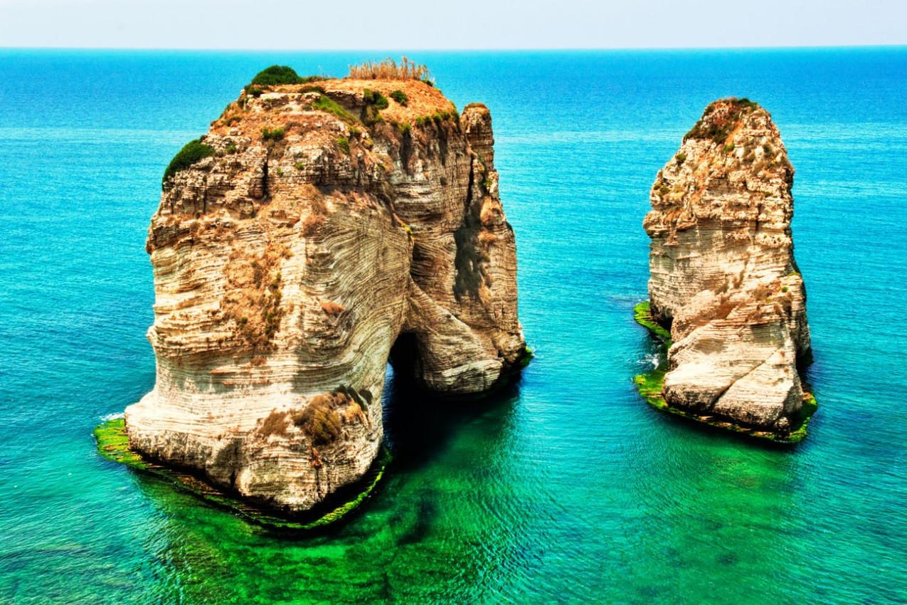 Pigeon Rocks um marco de Beirute e um destino muito popular para os moradores e turistas