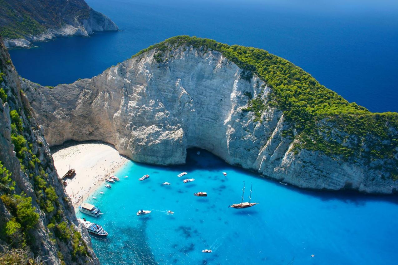 Incrível Praia de Navagio em Zakynthos, Grécia