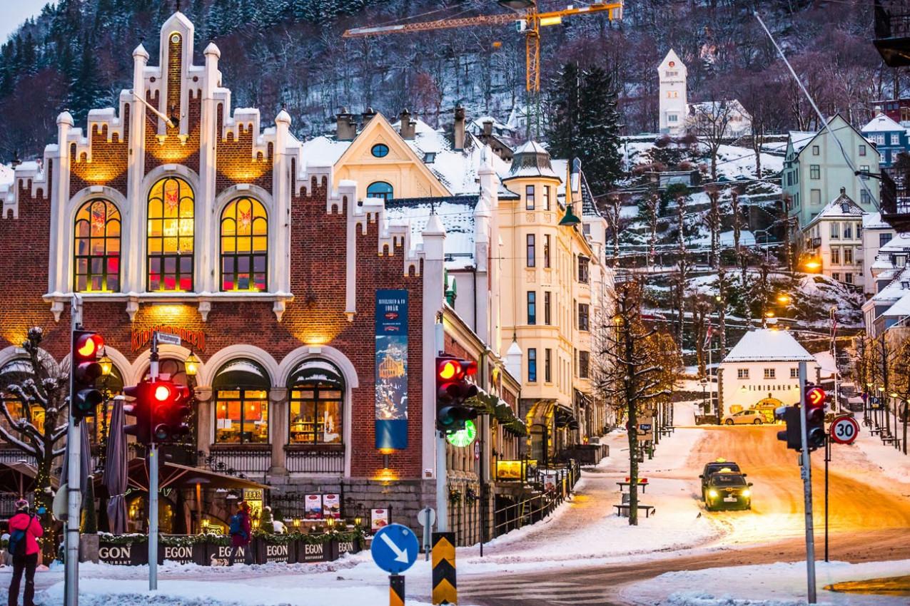 Ruas de Bergen no Natal, Noruega
