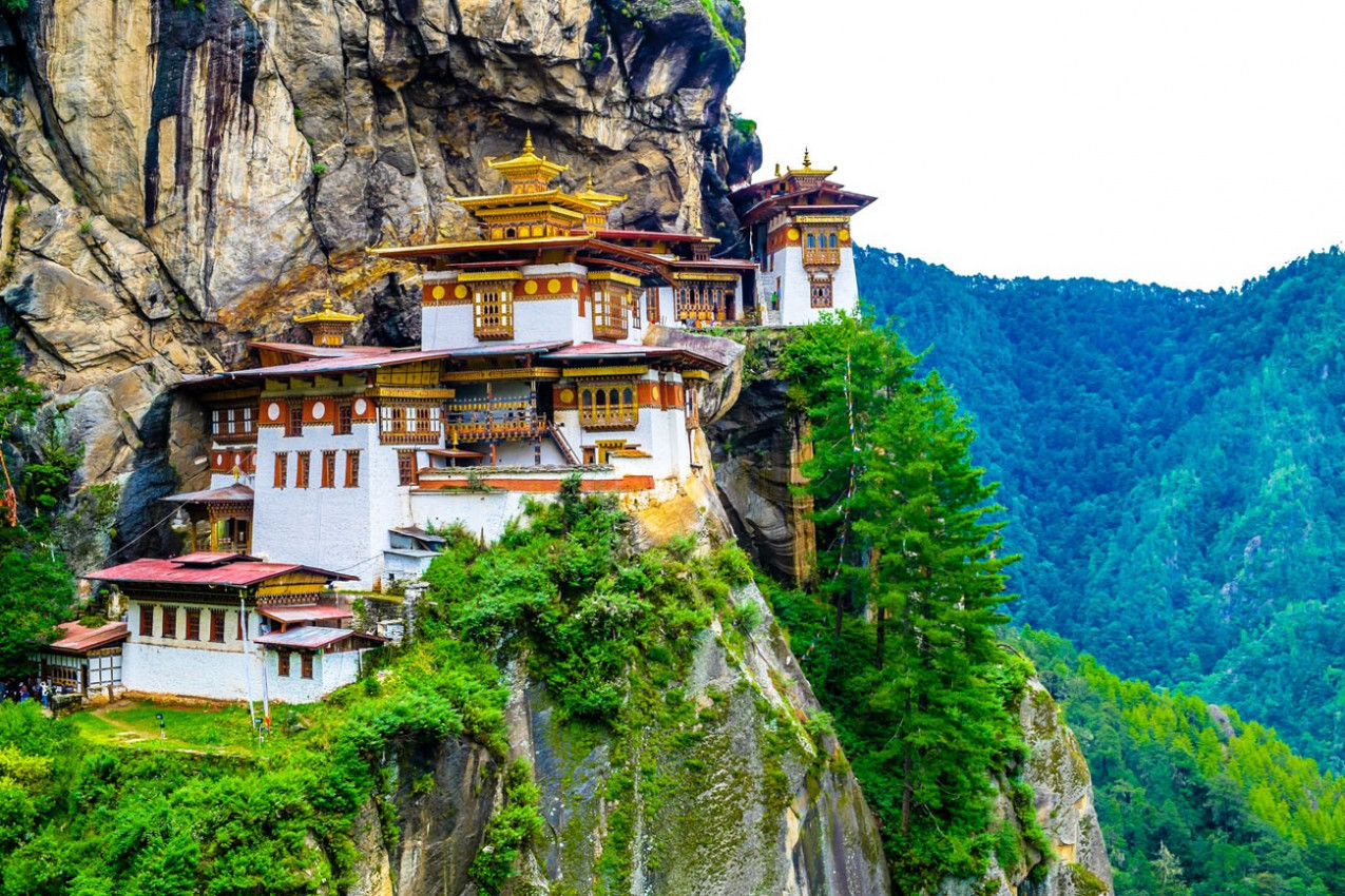 Taktshang Goemba, Mosteiro ninho do tigre, no Butão, em um penhasco da montanha.