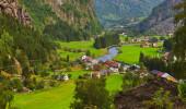 Vila em Flam - Noruega - natureza e curso fundo