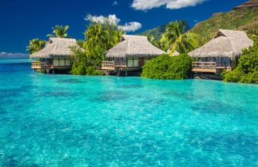 Villas-sobre-a-água-na-lagoa-de-Moorea-Island