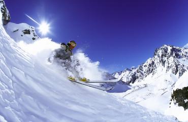 Portillo é um resort popular do inverno nas montanhas dos Andes